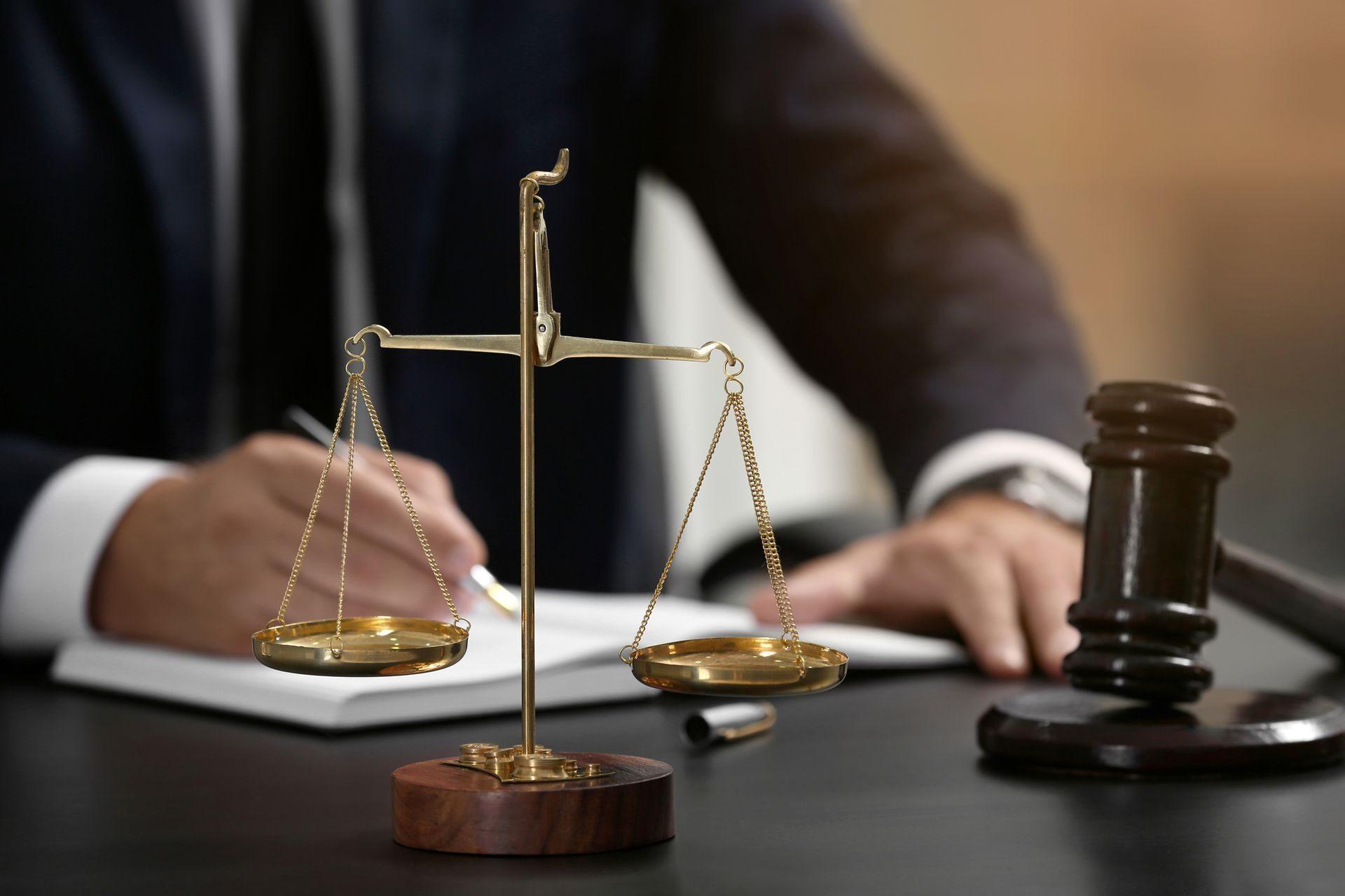 гражданские юристы и адвокаты